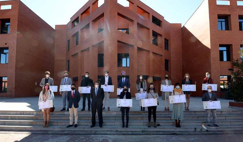 premiados santander-uax meritos academicos