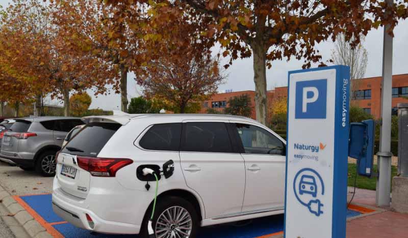 punto de recarga de coches electricos en uax de naturgy